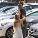 Peter Facinelli Lunches With Daughter and Dave Abrams - June 15, 2016 - 405 x 581