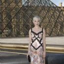Michelle Williams – Louis Vuitton & Jeff Koons Masters Collection Collaboration in Paris - 454 x 681