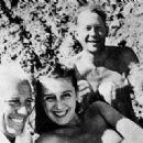 e. e. cummings, Max Eastman, Marion Morehouse, Eliena Krylenko à Martha's Vineyard dans les années 1940 - 454 x 330