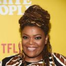 Yvette Nicole Brown – 'Dear White People' Season 3 Premiere in Los Angeles - 454 x 662