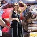 Alicia Silverstone at the farmer's market in Studio City, California on August 28, 2016