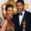 Halle Berry and Denzel Washington At The 74th Annual Academy Awards (2002) - 454 x 691
