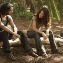 Evangeline Lilly as Kate and Naveen Andrews as Sayid on Lost (Ep.6x08 - Recon) - 454 x 302