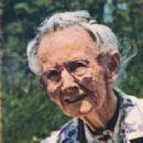 Grandma Moses - 230 x 289