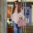 Sofia Vergara in Ripped Jeans – Shopping in Beverly Hills