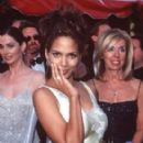 Halle Berry At The 70th Annual Academy Awards (1998) - 276 x 400