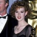 Molly Ringwald attends The 58th Annual Academy Awards (1986) - 413 x 612