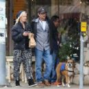 Jenny Garth and Luke Perry meet up for lunch at Cafe Aroma in North Hollywood. November 29, 2012 - 454 x 303