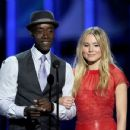Kristen Bell and Don Cheadle At The 38th Annual People's Choice Awards (2012) - 454 x 350