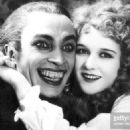 Conrad Veidt and Mary Philbin