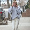 Karlie Kloss is spotted out and about in New York City, New York on January 20, 2017 - 398 x 600