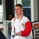 Justin Bieber spotted at a medical building  in Beverly Hills, California on January 23, 2017 - 454 x 597