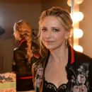 Sarah Michelle Gellar – Backstage at HARRY getting ready for an interview in NY - 454 x 681