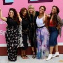 Taylor Swift – Visits her 'Lover' mural installation in NY - 454 x 303