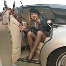 Laure Sainclair - 454 x 340
