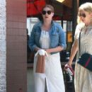 Amy Adams at Nate'n Al Delicatessen in Beverly Hills - 454 x 681