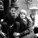 Charlie Chaplin and Edna Purviance - 379 x 561