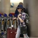 Anna Kendrick – Arrives at Airport in Miami - 454 x 681