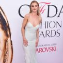 Rosie Huntington-Whiteley attends the 2016 CFDA Fashion Awards