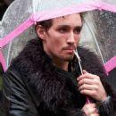 The Umbrella Academy - Robert Sheehan - 454 x 605