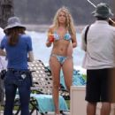 Busy Philipps - at Cougar Town set In Hawaii - 01/03/11 - 454 x 312