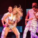 Julianne Hough – Performing on her Move On Live tour in Orlando - 454 x 607