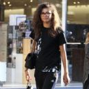 Zendaya Coleman is seen shopping with her mom and dog at the Grove in Los Angeles, California on August 12, 2016 - 437 x 600