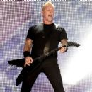 James Hetfield performs onstage at the Rose Bowl on July 29, 2017 in Pasadena, California - 454 x 434