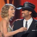 Tim McGraw and Taylor Swift - 454 x 303