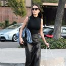 Jordana Brewster Is Seen Out Shopping With Friends - 405 x 600