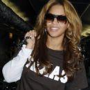 Beyoncé Knowles - Heathrow Airport In London (06.26.2008)