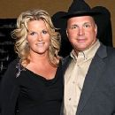 Garth Brooks and Trisha Yearwood - 240 x 320