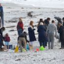Nicole Kidman – Filming 'Big Little Lies' on the beach in Monterey - 454 x 303