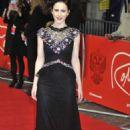Rachel Brosnahan – 'The Romanoffs' TV Show Premiere in London - 454 x 683