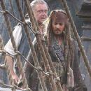 Pirates of the Caribbean: Dead Men Tell No Tales (2017) - 454 x 710