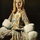 Baby Jane Holzer - 407 x 600