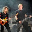 Kirk Hammett & James Hetfield perform onstage at the Rose Bowl on July 29, 2017 in Pasadena, California - 454 x 347