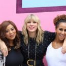 Taylor Swift – Visits her 'Lover' mural installation in NY - 454 x 681