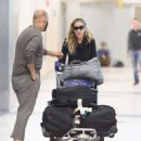 Sarah Jessica Parker – Arrives at JFK airport in New York City - 454 x 543