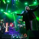 Def Leppard live at Ak-Chin Pavillion on September 23, 2015 in Phoenix, AZ - 454 x 340