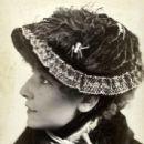 Sarah Bernhardt - 437 x 599