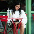 Eliza Doolittle at a vegetarian restaurant in London - 454 x 685