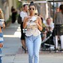 Kourtney Kardashian – Seen Out in Los Angeles - 454 x 583