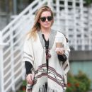 Hilary Duff running errands Out in Los Angeles October 17, 2016 - 454 x 582