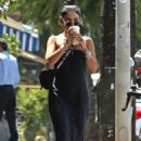 Vanessa Hudgens – Seen while feeds the parking meter in Los Angeles - 454 x 681