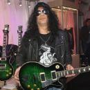 Slash  at the Las Vegas Convention Center on January 9, 2018 in Las Vegas, Nevada - 454 x 570