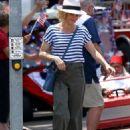 Julie Bowen on 'Modern Family' set in Los Angeles - 454 x 632