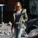 Karlie Kloss in Jeans out NYC - 454 x 682