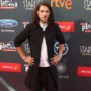 Oscar Jaenada- TNTLA Platino Awards 2015 - Red Carpet - 399 x 600