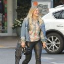 Hilary Duff Out for a Sushi Dinner in Beverly Hills - 454 x 607